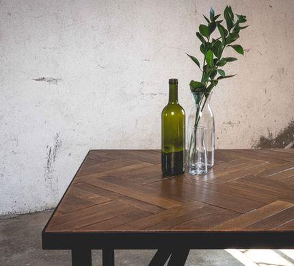 Parkety Hanspaulka1924 na stole MINIMA