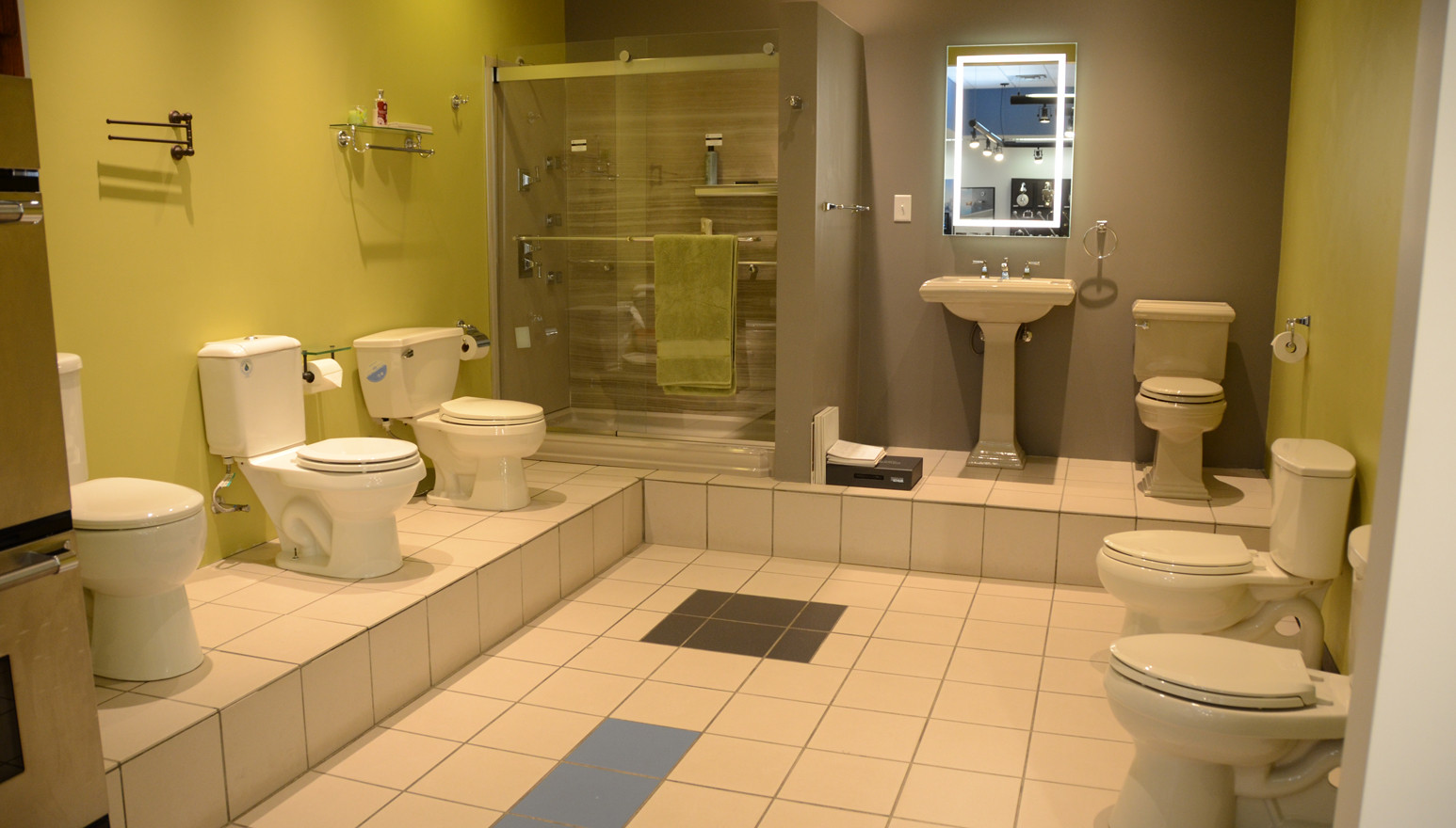 Working Display Toilets & Shower