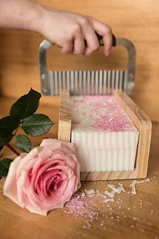 Cadelli-savon-rose-3.jpg