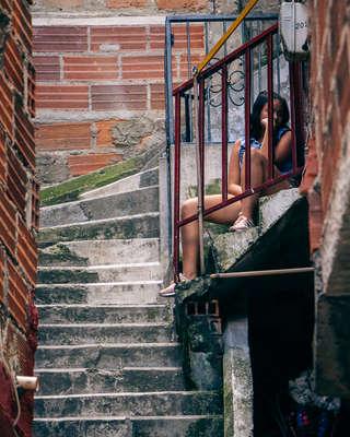 Rue étroite de la Comuna 13
