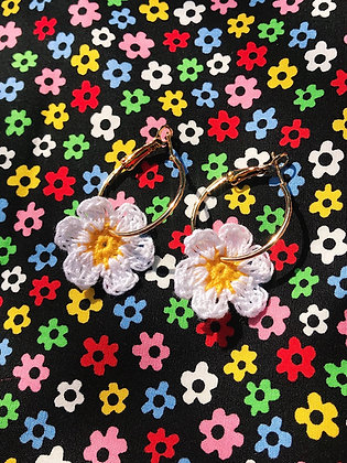 Tiny crocheted daisy earrings