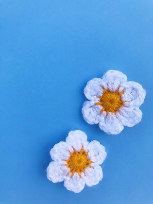 Crocheted daisy hair clips- pack of 2