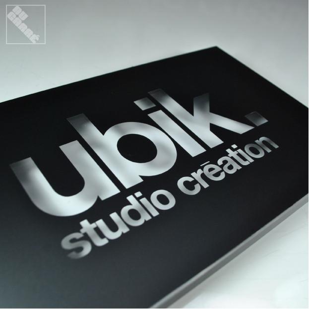 Ubik-mini-boitier+zoom-Ubisoft.jpg