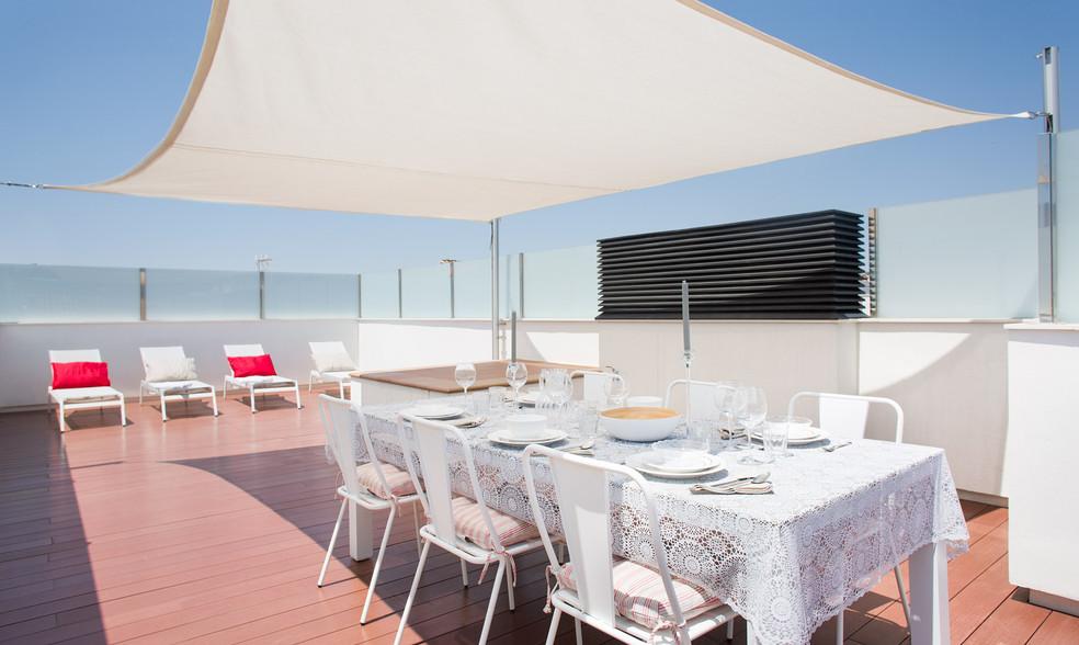 Edificio apartamentos turísticos a un paso del mar / Sitges
