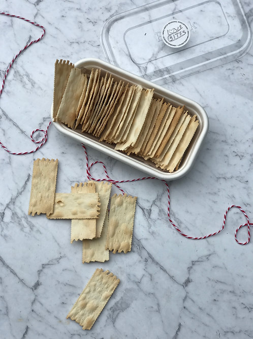 Premium crackers, perfectly paired with some gooey brie, lovbitesbondi grazing boxes
