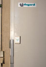 Les portes de caves à vin peuvent être protégées aussi.
