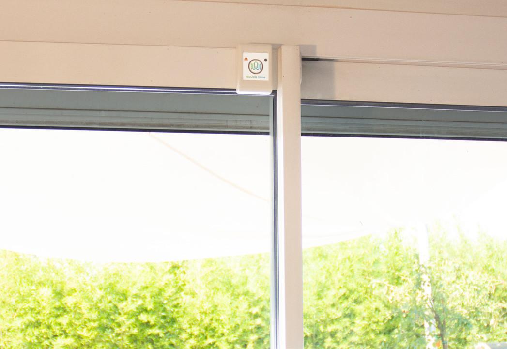 Baie vitrée de maison protégée par SQUIDD Home
