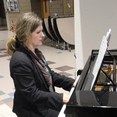 Monica Sobania, Piano