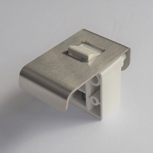 D42SS : 42mm Stainless steel finger pull latch