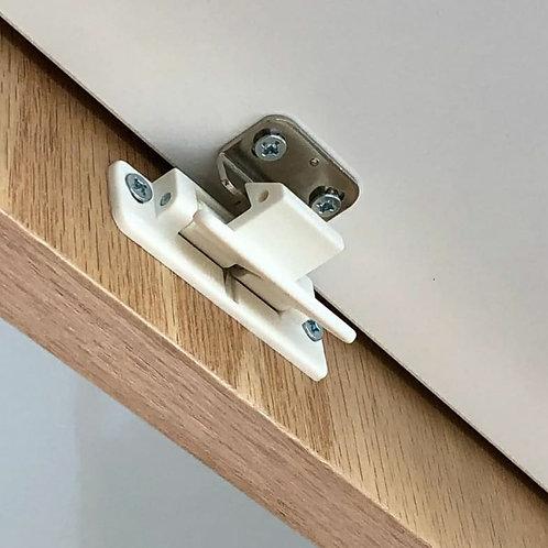 Overhead cupboard lever latch