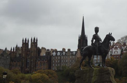 Edinburgh Statue.png