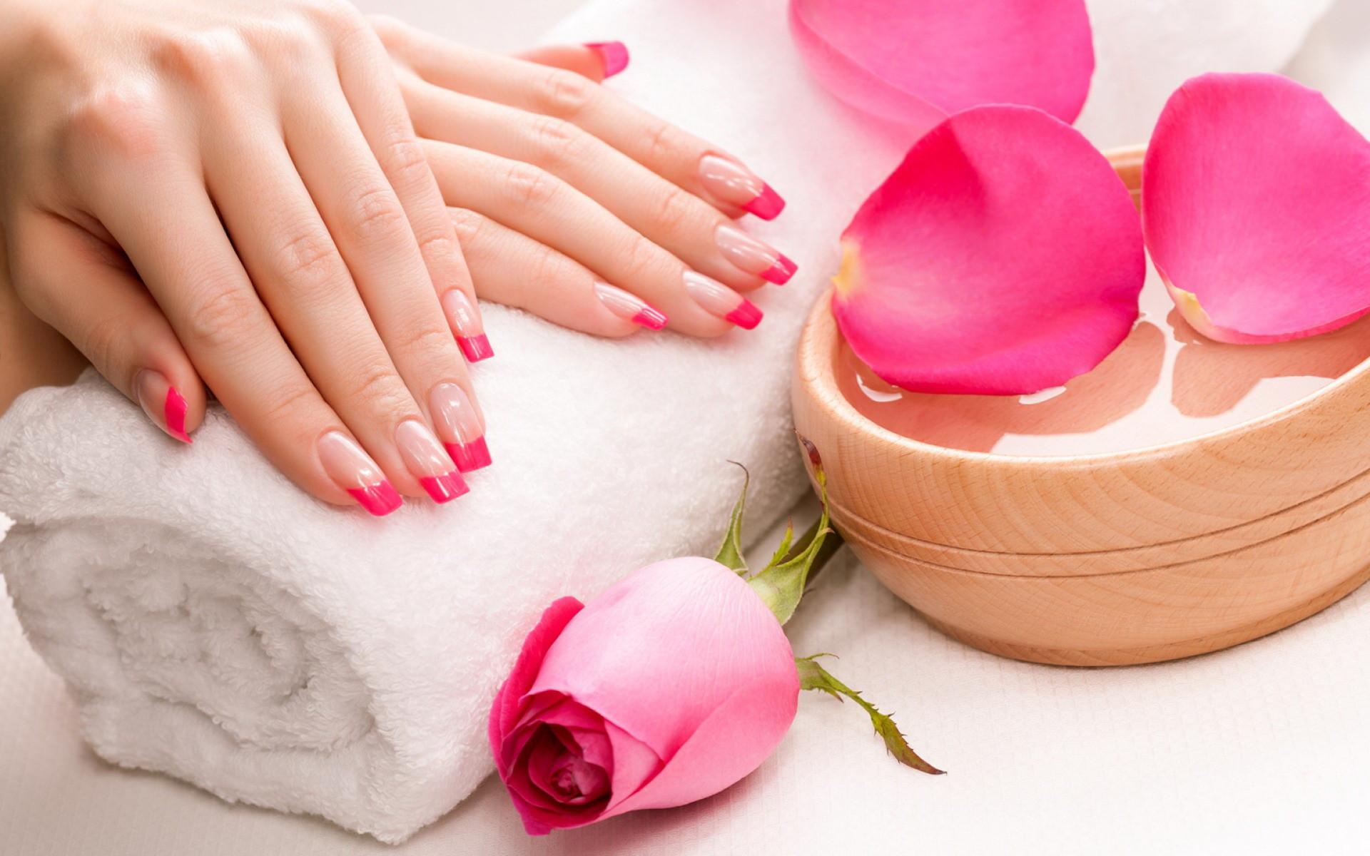 Collagen Mask Manicure