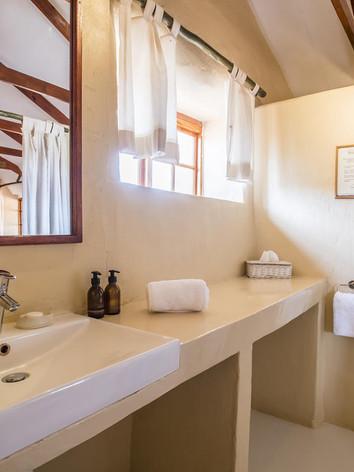 Savanna Chalet Bathroom
