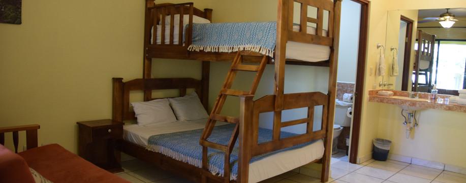 Room 4 double/twin bunk