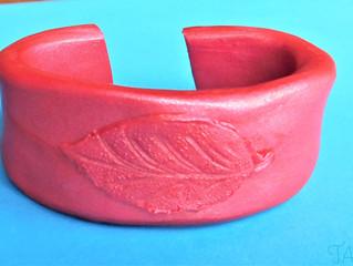 Pink bracelet: leaf