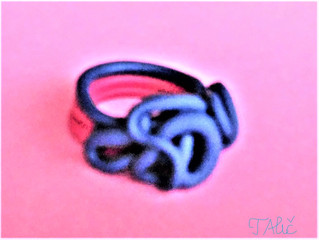 Ring in 2 colors: pink and blue