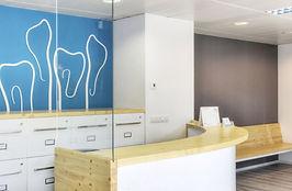 La CLÍNICA DENTAL UNZETA és un centre odontològic que incorpora les últimes tecnologies i avanços en el món dental i que està adaptada a persones amb mobilitat reduïda. Consta de 4 gabinets dentals completament equipats, sala de radiografies extraorals, laboratori i sala d'esterilització. La clínica té control absolut sobre els mecanismes de desinfecció i higiene i compta amb sistemes d'esterilització que segueixen la normativa europea. D'aquesta manera ofereixen al pacient tractaments d'alta qualitat i espais en els quals es pugui sentir a gust.