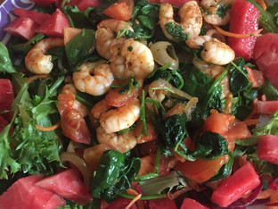Paprika prawns, spinach and melon salad