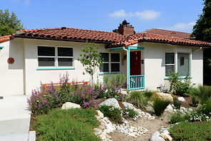 Water friendly front yard with drought tolerant plants