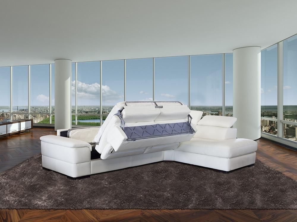 ספה פינתית שנפתחת למיטה זוגית בקלות והופכת את הסלון לחדר אורחים
