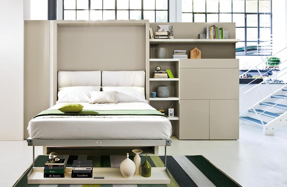 מיטה קיר משולבת עם מערכת ישיבה ופינת עבודה. פתרון נהדר של ריהוט חכם
