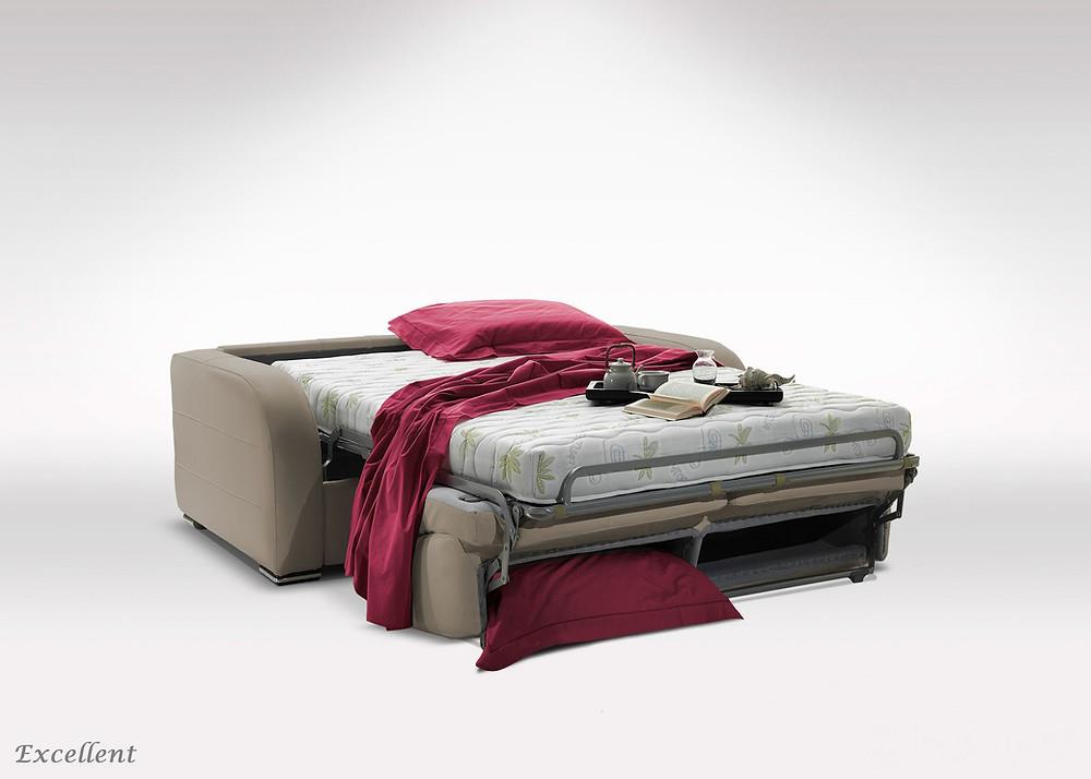 בכל הספות הנפתחות למיטה יש ארגזי אחסון במיוחד למצעים
