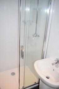 2 Leven - shower.jpg