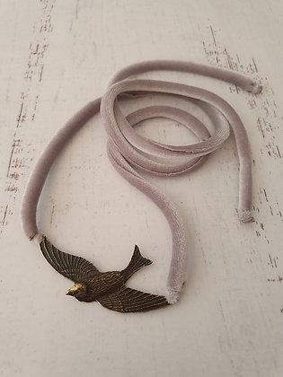 Collar Pájaro Terciopelo Gris perla