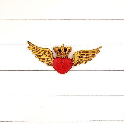 Corazón rojo corona alas doradas