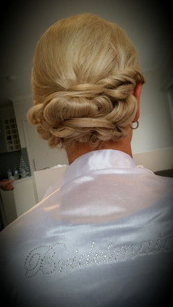 knotted twist design for the Bride