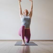 Wholeycow  Studio Yoga