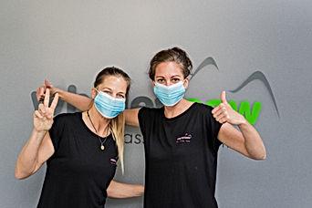 Nienke & Sam with Mask.jpg
