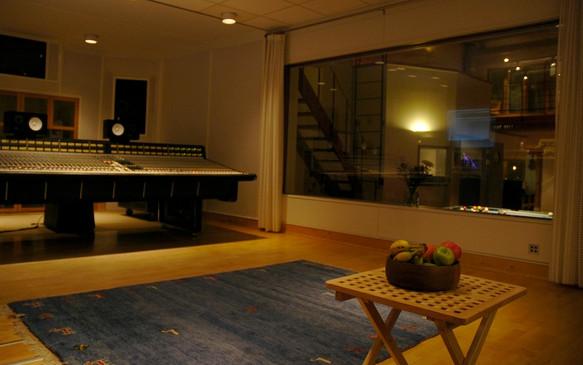 studio1_05.jpg