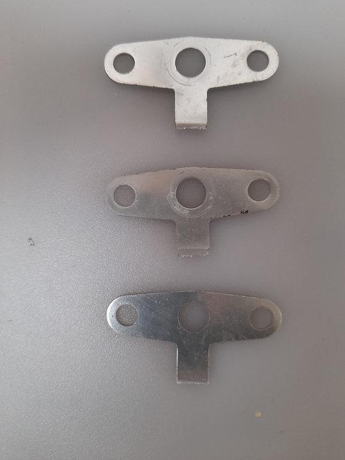 M0028 Pieza aluminio 3 perforaciones