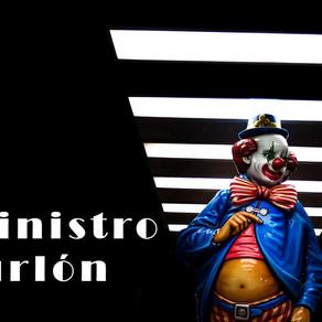 Hay un Ministro burlón, que miente y no cumple la Constitución