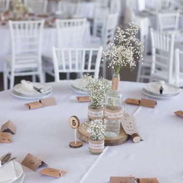 Vendégasztalok virágdíszítés ( 1 nagyobb vagy 3 db kisebb csokor 10 asztalra)