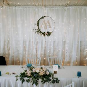 Főasztal háttér fények és függöny