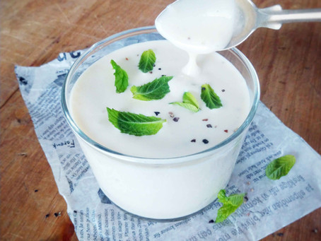 Vegaaninen jogurtti-majoneesikastike salaatille