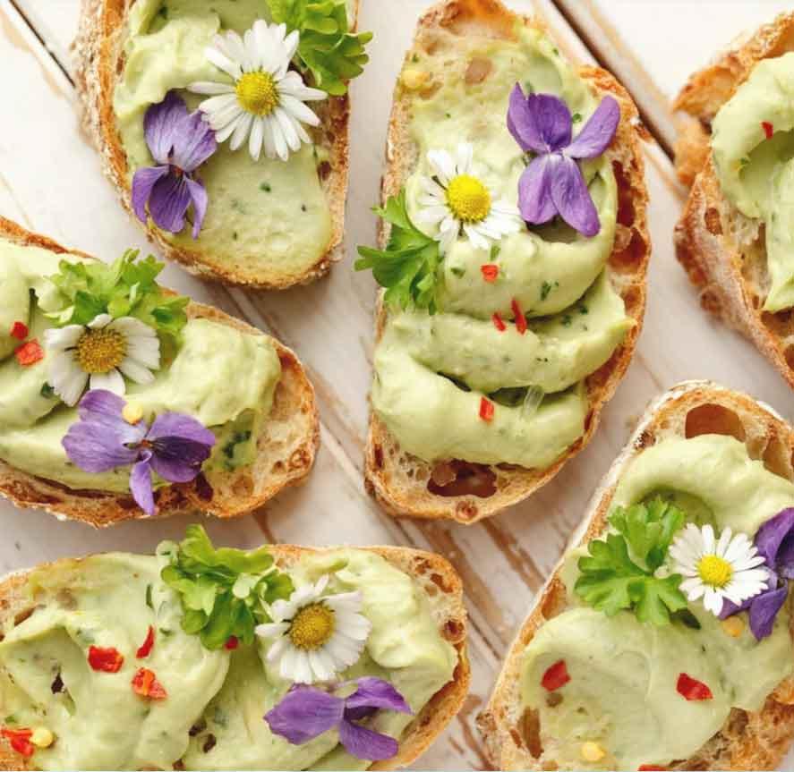 Avokadoleipä, helppo ja nopea resepti. Avokado maistuu. Täydellinen avokadoleipä. Helppo ja nopea avokado resepti. Hyvä avokado resepti. Leivän päälle avokado. Gluteeniton leipä. Terveellinen avokado. Maidoton ja gluteeniton ruoka. Avokado ja leipä. Leivonnaiset ja leivät.