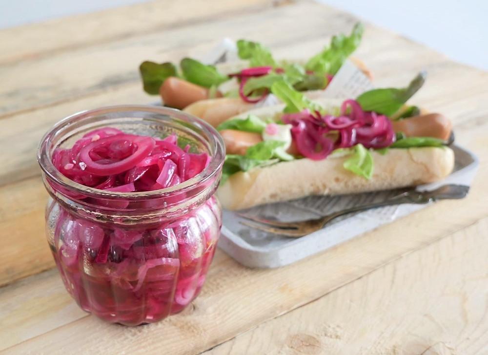 punasipulihilloke, sipulit, reseptit, marinoidut sipulit, salaatti, pikkelöity, pikkelöity punasipuli, ruokaohjeet, etikka, terveelliset reseptit