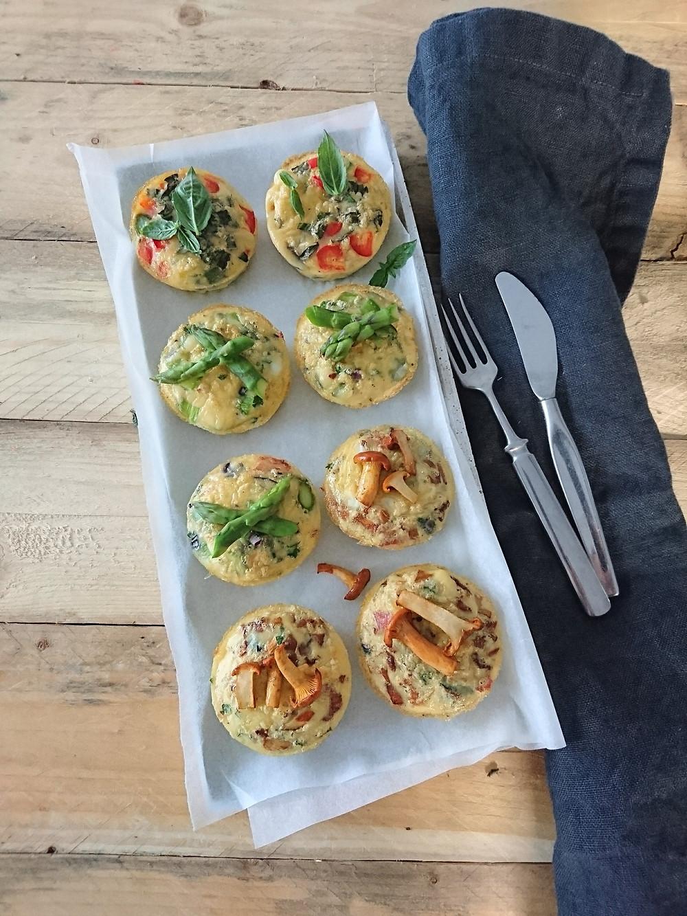 Tarjoa uunimunakkaat salaatin ja tuoreen leivän kera. Maidoton ja gluteeniton uunimunakas sopii brunssille, aamiaiselle, lounaalle ja välipalalle.
