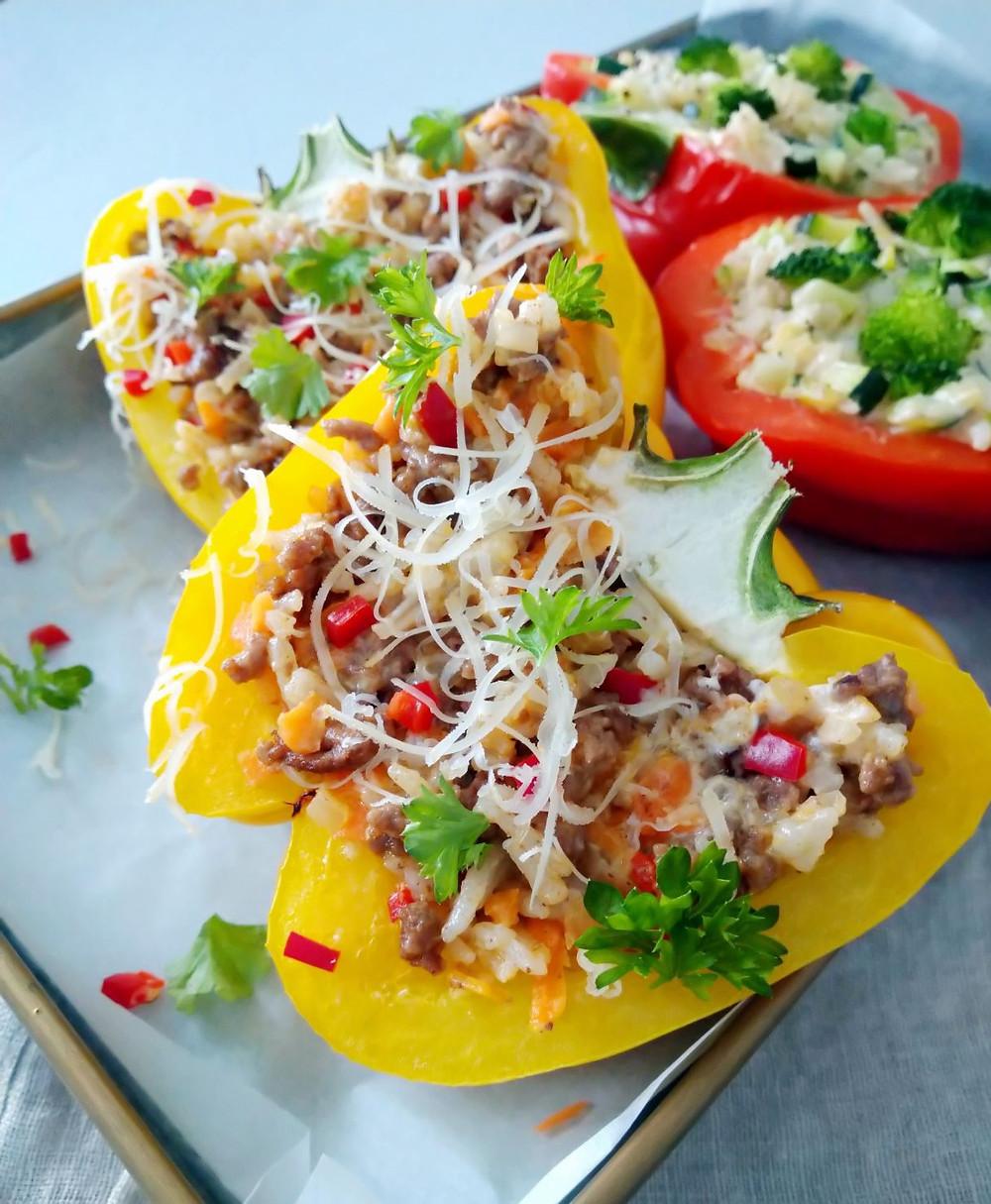 Täytetyt paprikat, kasvis, suippopaprikat, uunissa, täyte, paprikaresepti, jauheliharesepti, jauheliha, kvinoa, riisi, ruokakaura, juusto, kasvistäyte, uuniruoka,