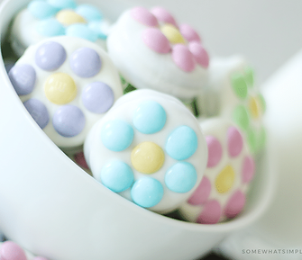 white-chocolate-covered-pastel-mm-flower