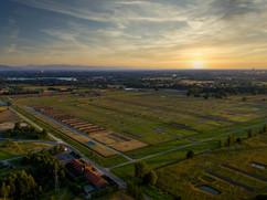 Auschwitz Birkenau o zachodzie słońca