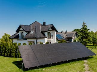 Zdjęcie z drona instalacji fotowoltaicznej ground full black 3