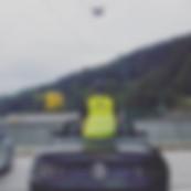 filmowanie dronem podczas jazdy samochod