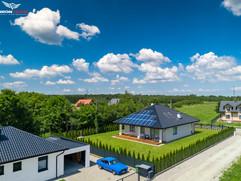 Zdjęcia z drona domu z solarami Wojnicz