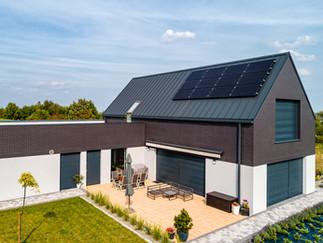 Zdjęcie z drona kolektorów słonecznych wykonane na zlecenie firmy Hewalex