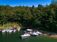 Zdjęcia z drona jachtów elektrycznych Solina