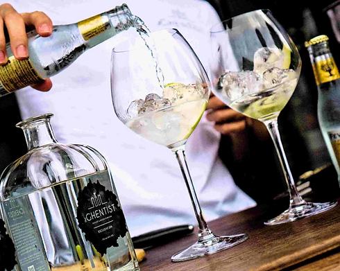 klik hier voor het maken van een gin-tonic in 4 stappen